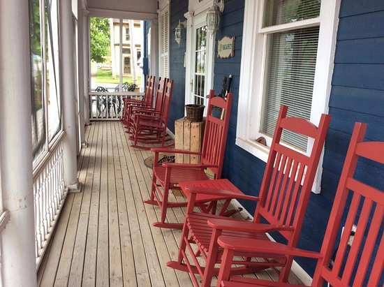 Georgetown, Canada: Front Porch sitting area