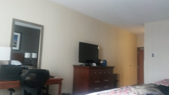 Drury Inn & Suites Dayton North: Room