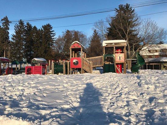 Musée de l'agriculture et de l'alimentation du Canada: 20 month old great time in winter!