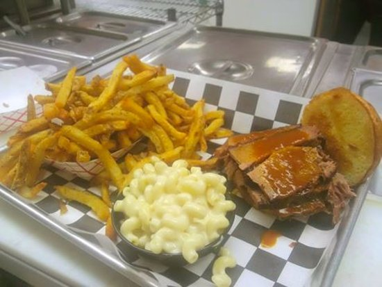 Official BBQ & Burgers: Brisket, Mac and fries.....perfect meal!