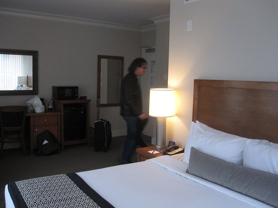 Hotel Rialto: Facing outward towards the room from a corner.