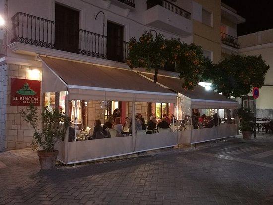 Coín, España: Terraza con Estufas para Invierno