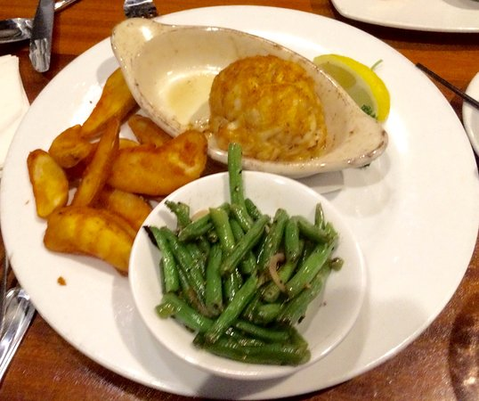 Jerry's Seafood: The Baby Bomb with steamed beans and french fries as sides