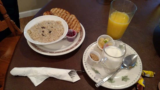 Clare, MI: Oatmeal breakfast