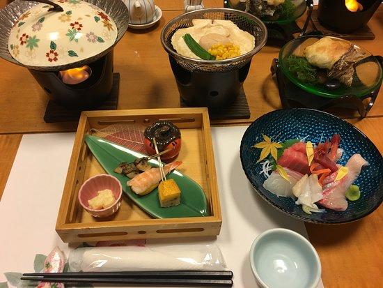 Hinodeya: 個室ダイニングでの夜食事