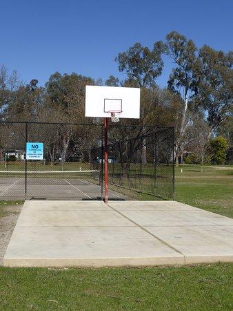 Wangaratta, Australie : Half basketball court