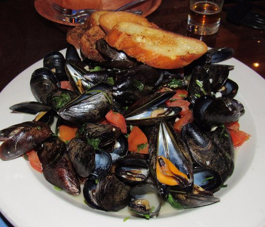 Ardsley, NY: Delish Mussels appetizer - plenty enough as a meal.