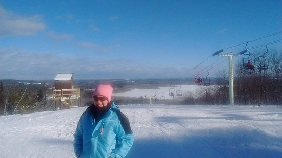 Hermon, ME : My daughter learned to ski here and comes back once a year.