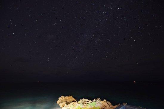 Oshima-gun Yoron-cho, Japan: 建物の上で星を眺められる