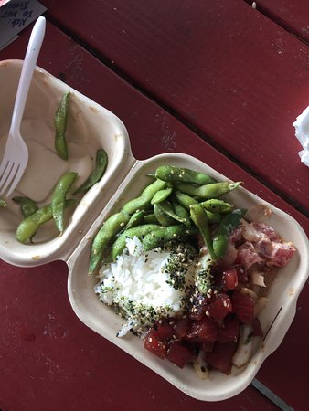 Captain Cook, Hawái: two kinds of tuna poke with edamame. HEAVEN.