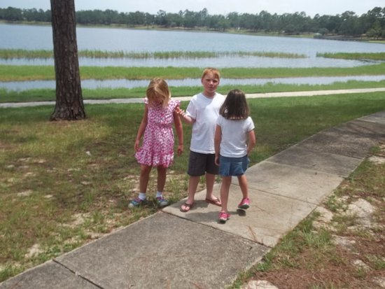 DeFuniak Springs, FL: How and why did the lake become perfectly round?