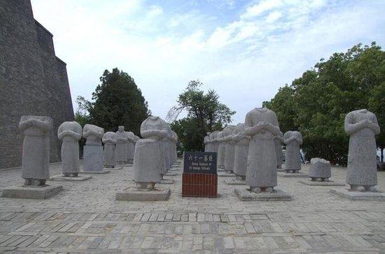 Xi'an West Route Private Tour: Famen...