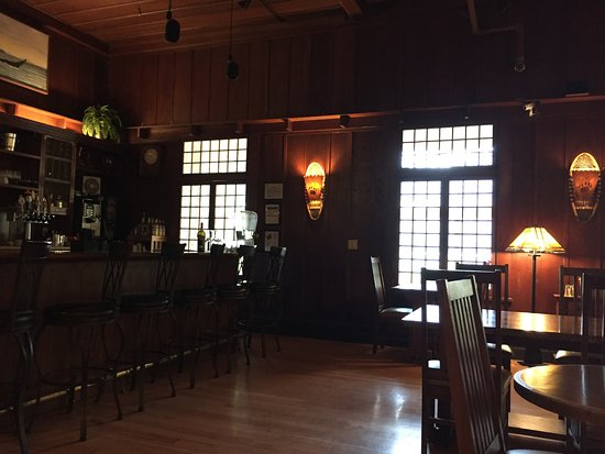 Lake Crescent Lodge: Great bar that stays open until fairly late