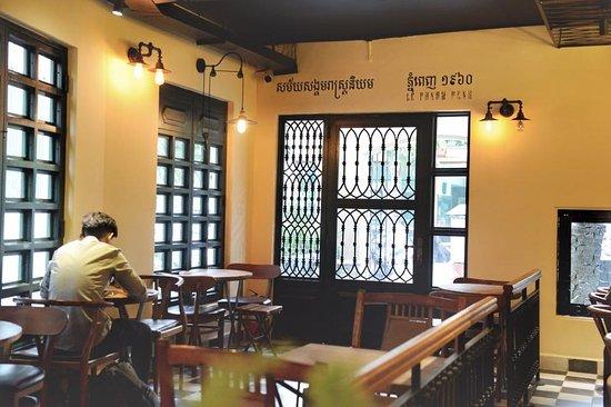 la chronique cafe bistro phnom penh restaurant reviews phone rh tripadvisor com