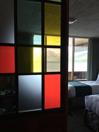 Village Inn At Apgar: Super cool dividers in the rooms