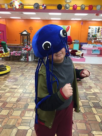Dillon, Южная Каролина: Jellyfish hat from the main hat shop which has over 100 types