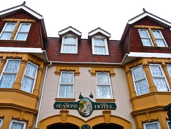 All Seasons Lodge Hotel: All seasons is a well-maintained Victorian building with 40 rooms
