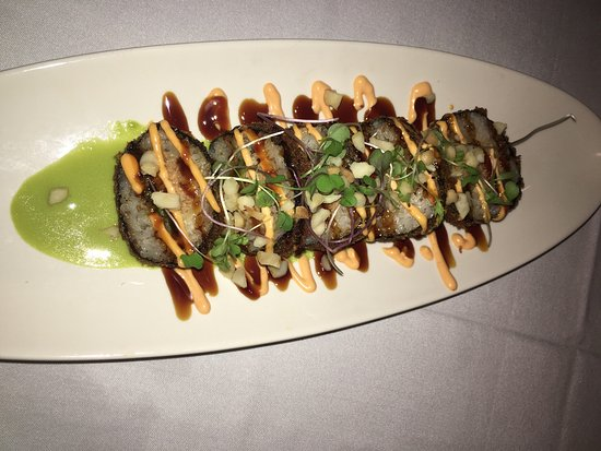 Roy's Waikiki Beach: Flying Dragon Roll