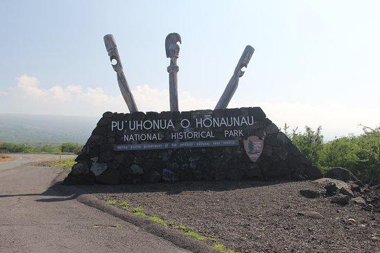 Honaunau, Hawaje: Entrance to the historic park.