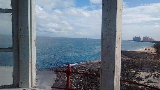 جزيرة بروفيدانس الجديدة: Looking to Atlantis