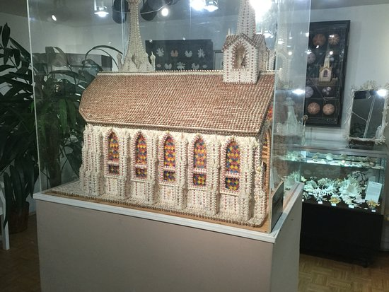 North Fort Myers, FL: Model cathedral made of shells in Shell Museum section