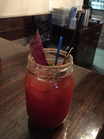 Olds, Canadá: Caesar With Beef Jerky Garnish