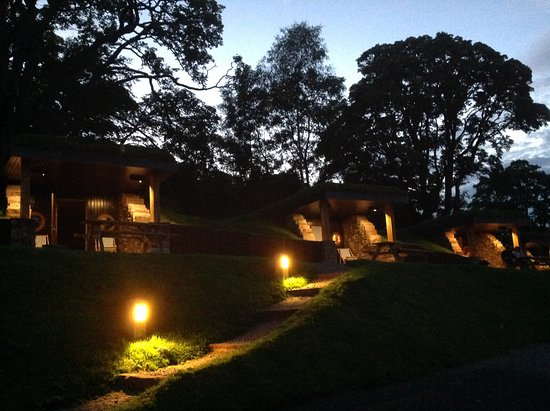 Watermillock, UK: Hobbit Holes at night