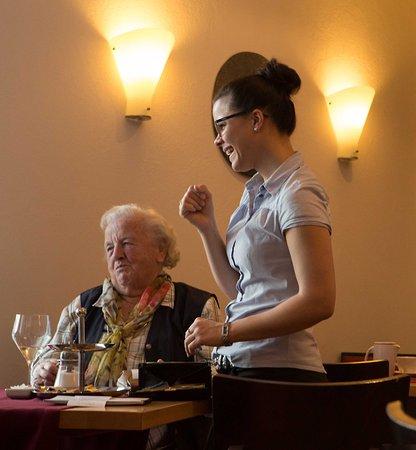 Das Roessle Hotel & Cafe Schoren: Die freundliche und sympathische Service- Mitarbeiterin