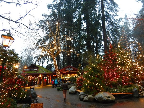 North Vancouver, Canadá: 夕方からはイルミネーションが美しい