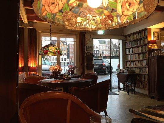 Amsterdam House Hotel: Ingresso, sala colazioni, vista dalla camera