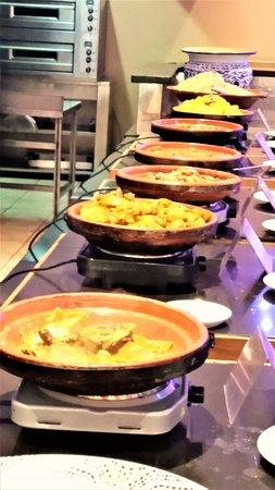 Aqua Essen regelmässig wird essen angeboten in taschinen bereitet picture of