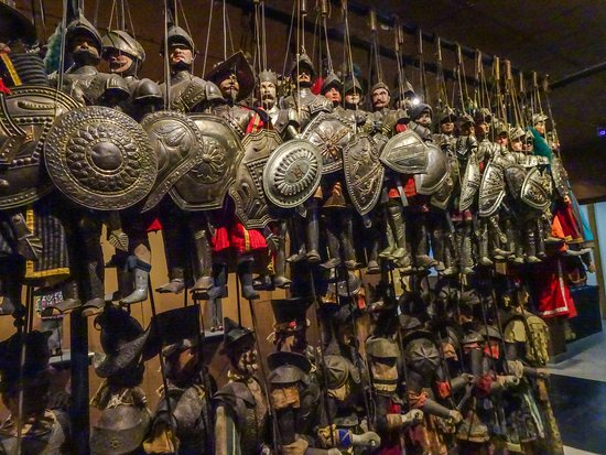 Il Museo internazionale delle marionette : hundreds of nearly life-size puppets