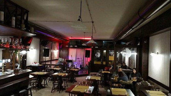 Montecassiano, Italia: Heroes Pub