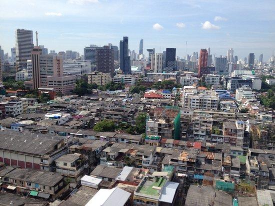 Bangkok City Hotel: Вид с верхнего этажа из коридора отеля.