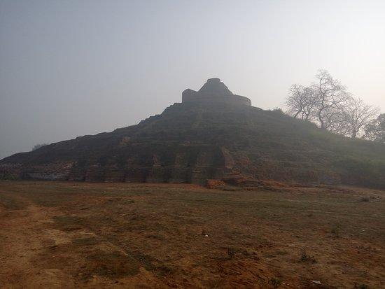 Kesariya, India: Ruin Stupa