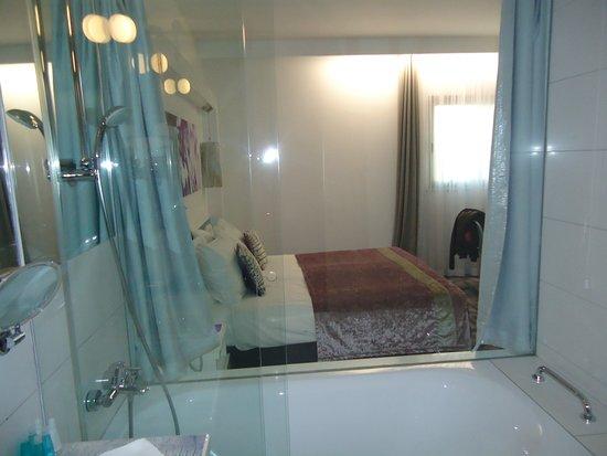 Hotel Luxe: Bagno vista camera :-)