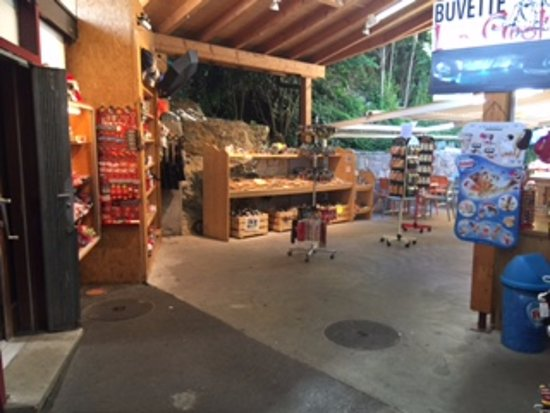 Lac Souterrain, St-Leonard- Day Tours: Tourist shop