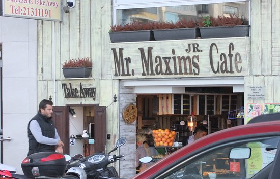 Mr Maxims Pastizzeria : Found by chance at Ballutta, on the roadside, give it a go, you will not be disappointed.