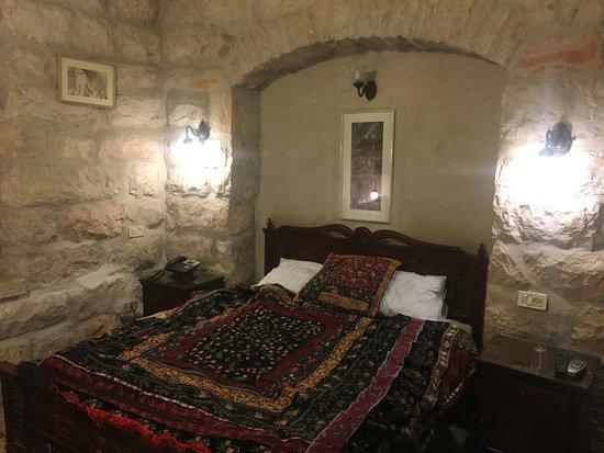 Jerusalem Hotel: Bed