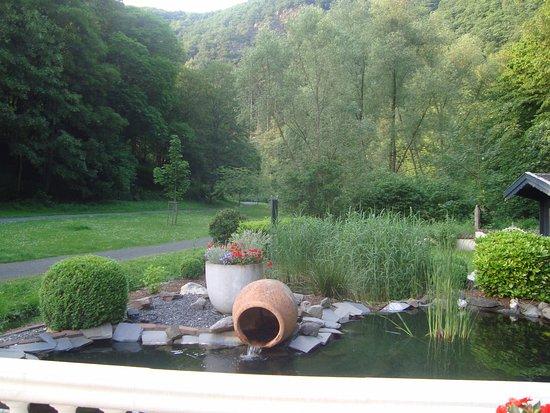 Zicht op de tuin vanop het terras bild von hotel am