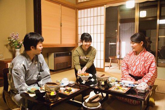 Shima Onsen Kashiwaya Ryokan: Dinner at the guestroom