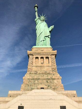 Exceptionnel La statue de la liberté depuis le bas du piedestal - Photo de  AT37