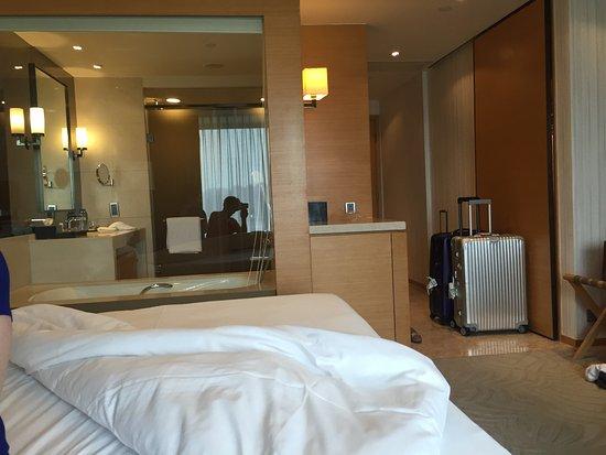 hyatt regency hong kong sha tin admirez la salle de bain spare par une - Cloison Verre Salle De Bain