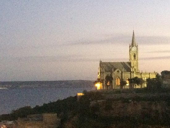 Xaghra, Malta: CHURCH OVERLOOKING MGARR HARBOUR