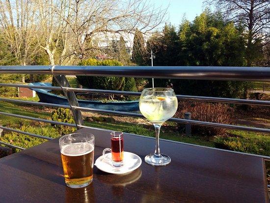 Zamudio, Ισπανία: Copa después del trabajo en la terraza.