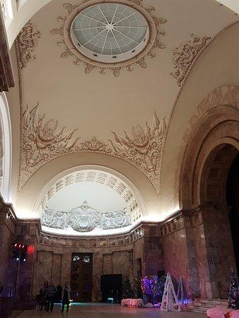Российский этнографический музей: Потолок при входе в мраморный зал