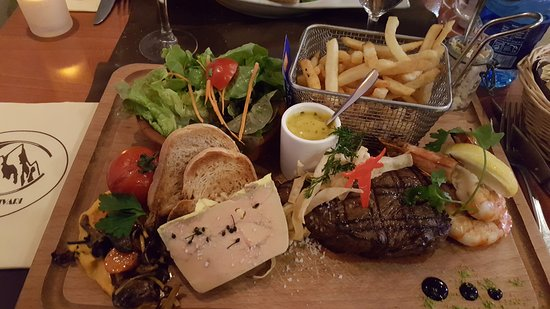 Alençon, France : planche boeauf- foie gras -gambas