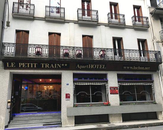 Aparthotel le petit train hotel bagn res de luchon for Apparthotel en france