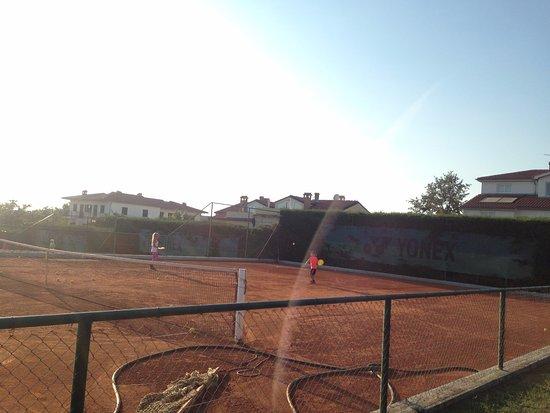 Hotel Pension Villa Gloria: Tennis court