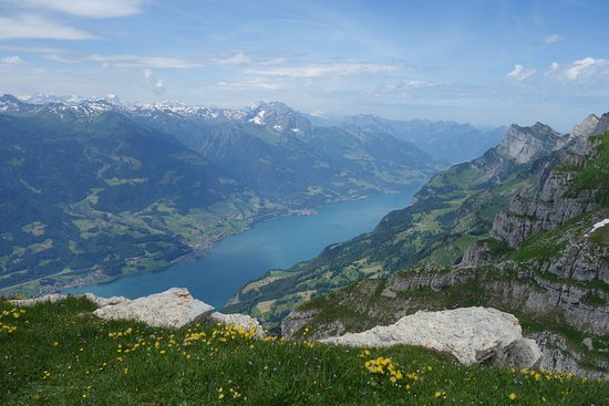 Stäfa, Suiza: Glaciers formed the landscape. High above the fjord-like Lake Walen